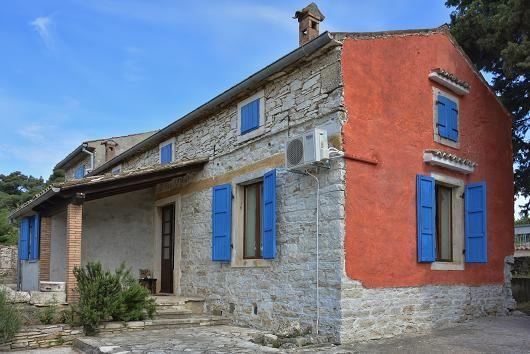 Дом в Пуле, Хорватия, 1800 м2 - фото 1
