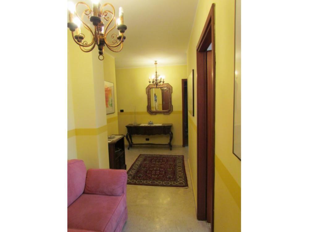 Апартаменты в Валле-д'Аоста, Италия, 100 м2 - фото 1