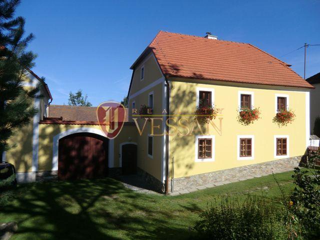 Отель, гостиница в Чески Крумлове, Чехия, 2100 м2 - фото 1