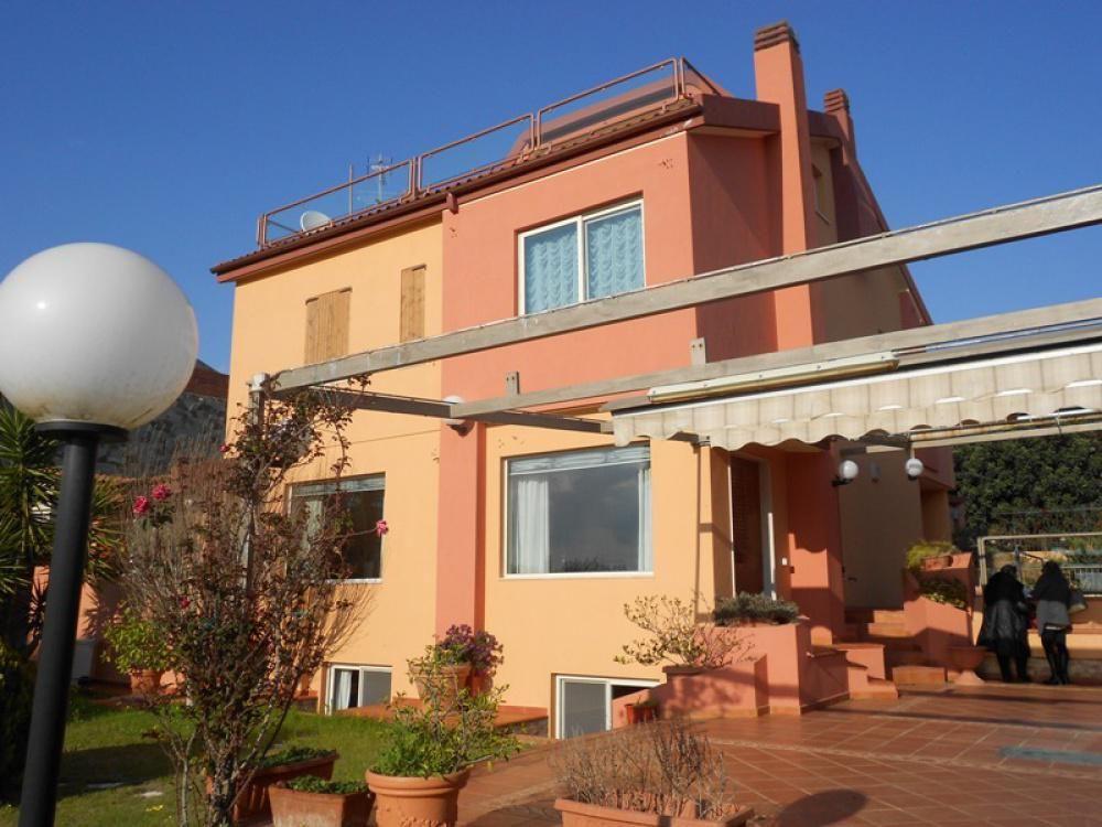 Вилла в Кальяри, Италия, 477 м2 - фото 1