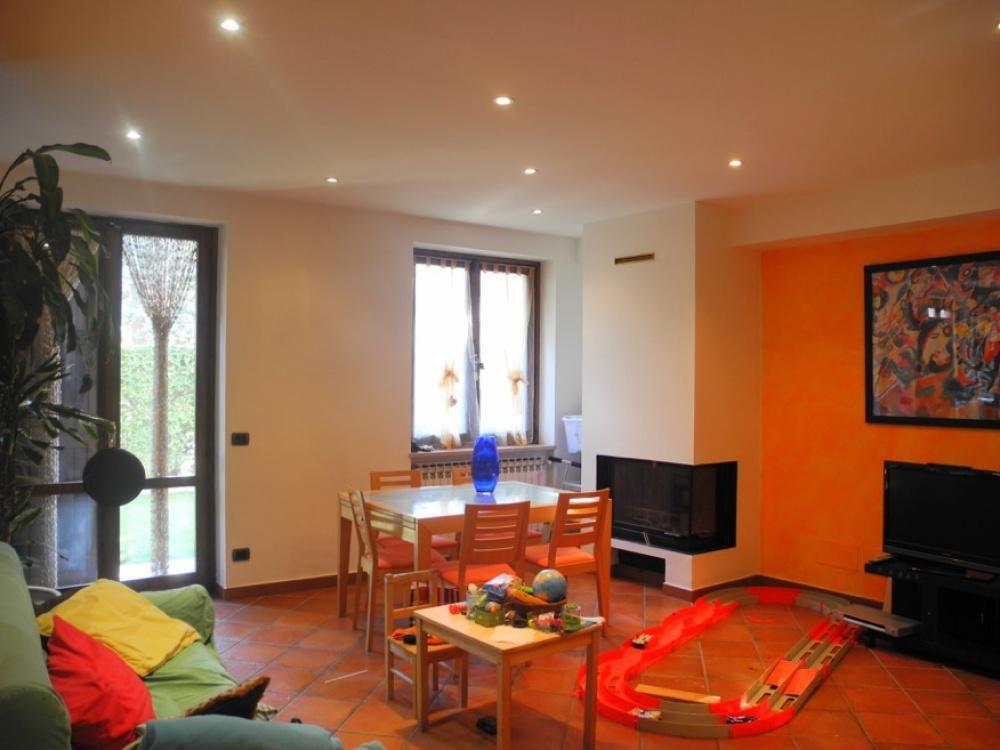 Апартаменты в Валле-д'Аоста, Италия, 120 м2 - фото 1