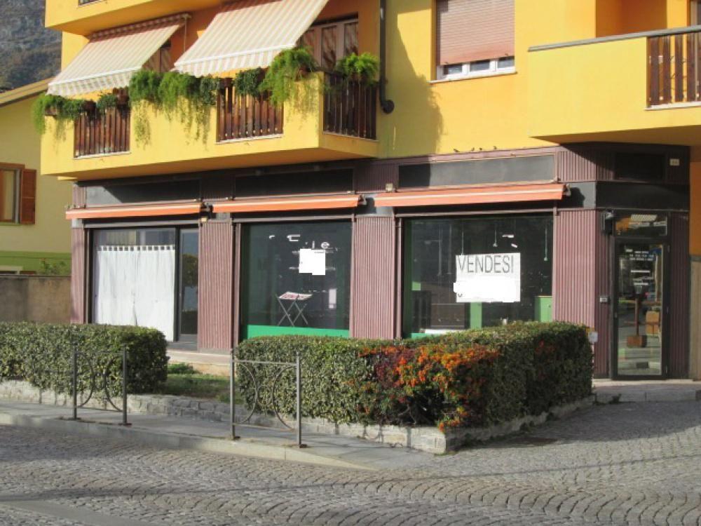 Магазин в Валле-д'Аоста, Италия, 130 м2 - фото 1