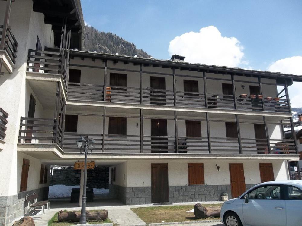 Апартаменты в Валле-д'Аоста, Италия, 70 м2 - фото 1