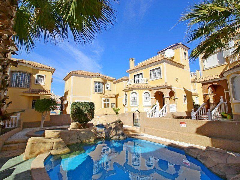 Дом в Ориуэла Коста, Испания, 300 м2 - фото 1