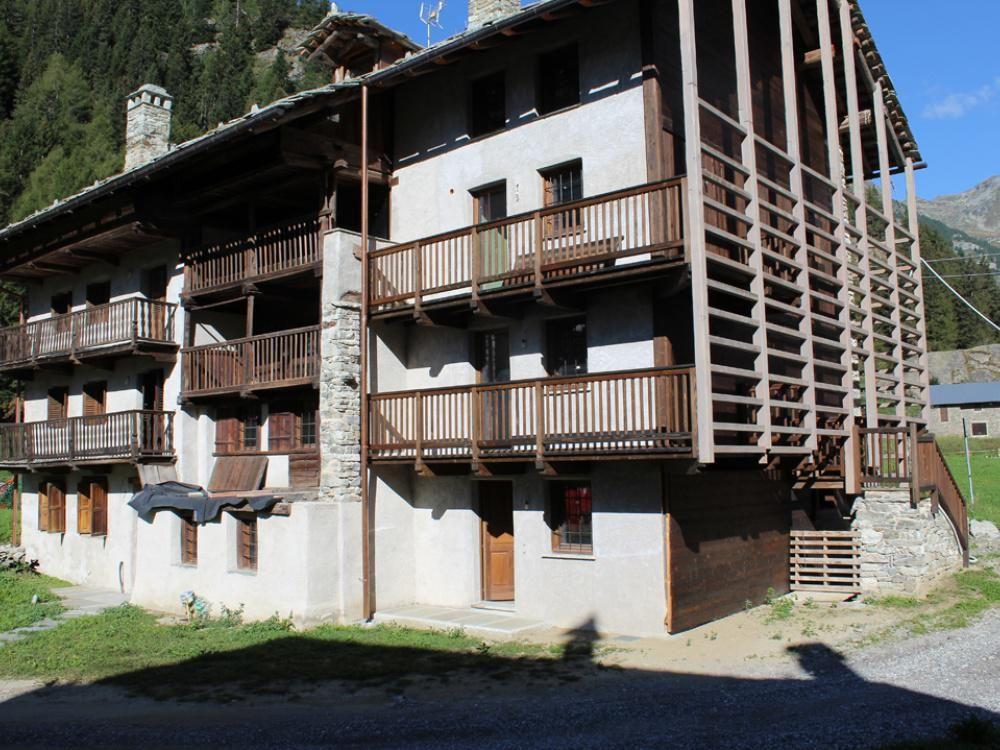 Апартаменты в Валле-д'Аоста, Италия, 94 м2 - фото 1
