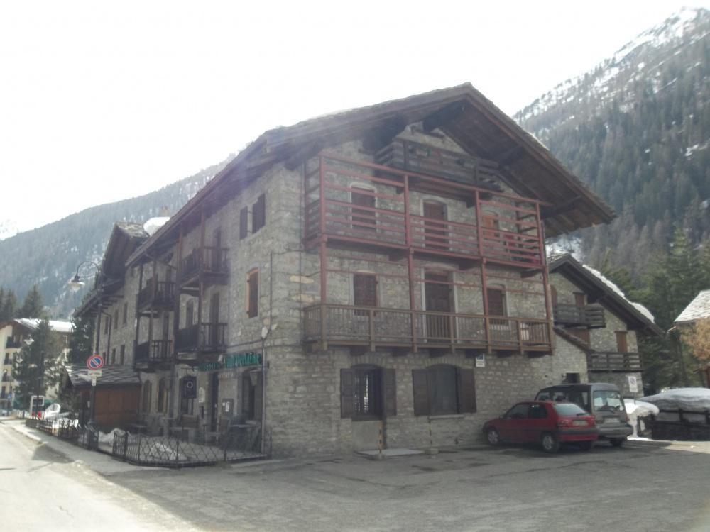 Апартаменты в Валле-д'Аоста, Италия, 90 м2 - фото 1