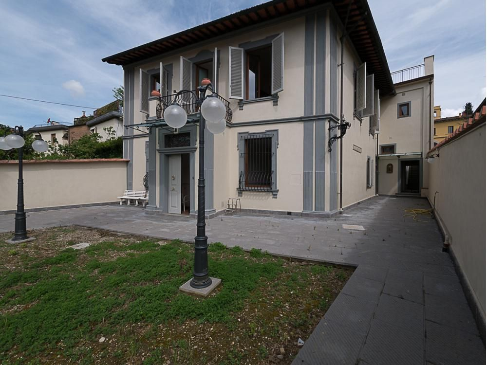 Вилла во Флоренции, Италия, 425 м2 - фото 1