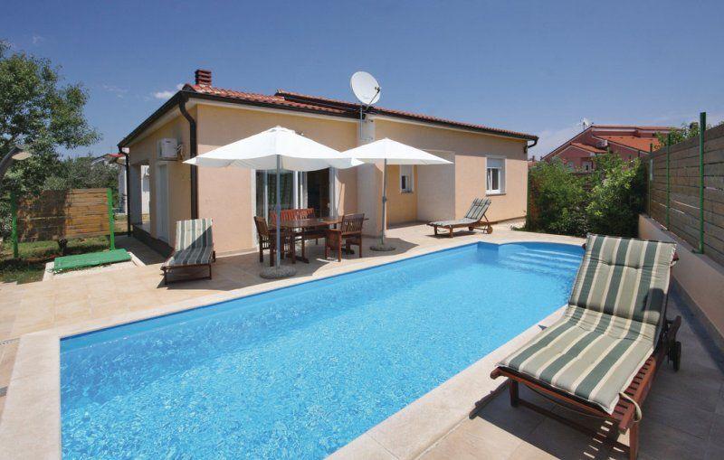 Дом в Пуле, Хорватия, 414 м2 - фото 1