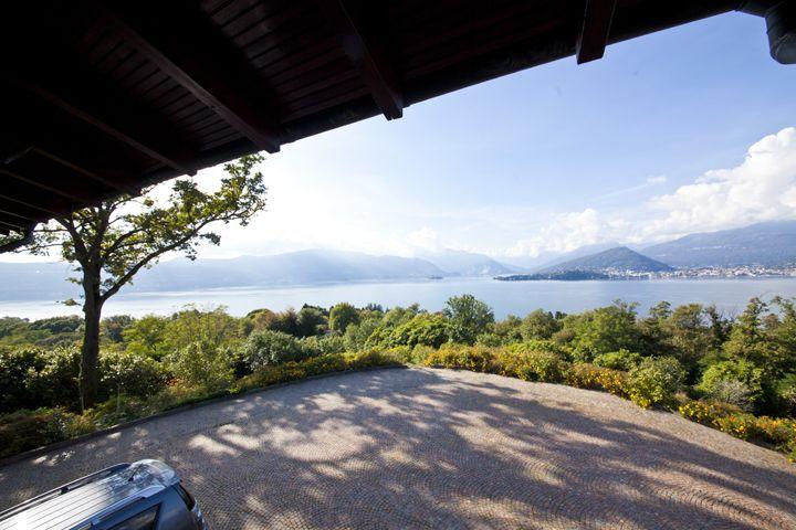 Вилла у озера Маджоре, Италия, 360 м2 - фото 1