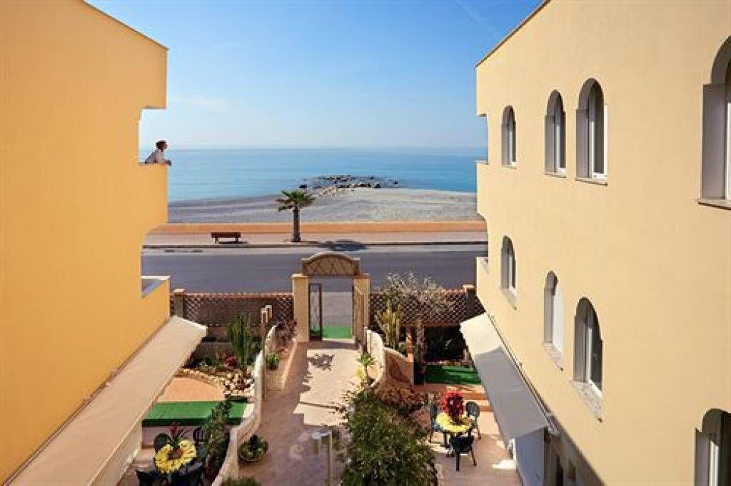 Отель, гостиница в Вентимилье, Италия, 530 м2 - фото 1