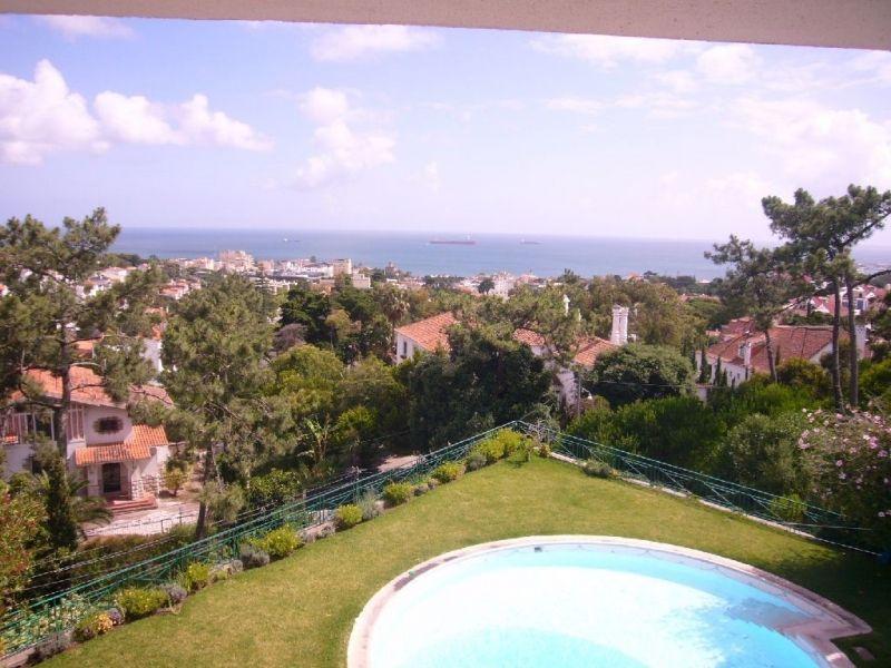 Вилла в Эшториле, Португалия, 2428 м2 - фото 1