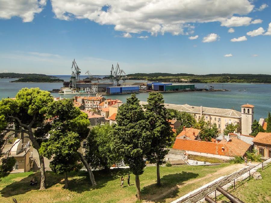 Апартаменты в Пуле, Хорватия, 62 м2 - фото 1