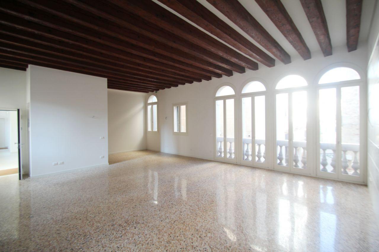 Апартаменты в Венеции, Италия, 154 м2 - фото 1