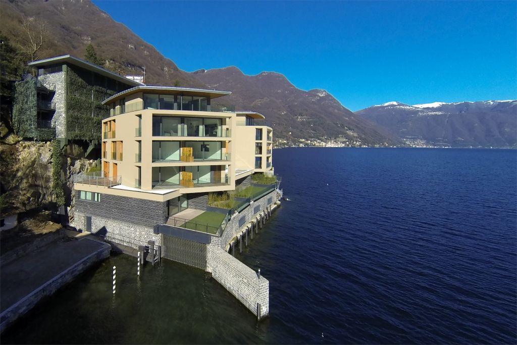 Апартаменты у озера Комо, Италия, 232 м2 - фото 1