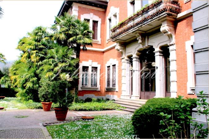 Апартаменты у озера Комо, Италия, 480 м2 - фото 1
