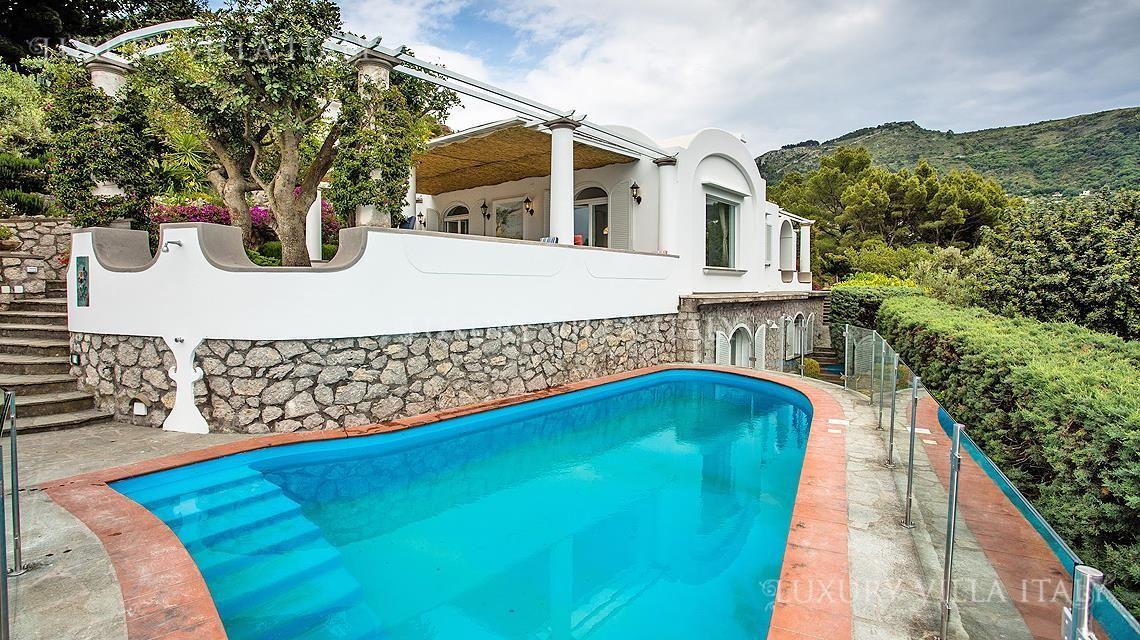 Дом с бассейном в остров Питагорио