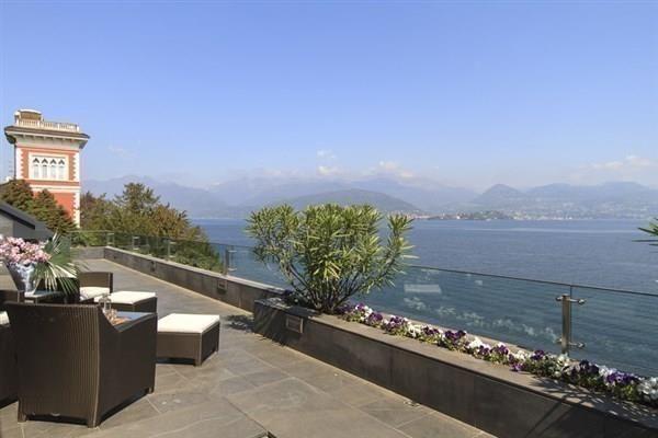 Вилла у озера Маджоре, Италия, 400 м2 - фото 1