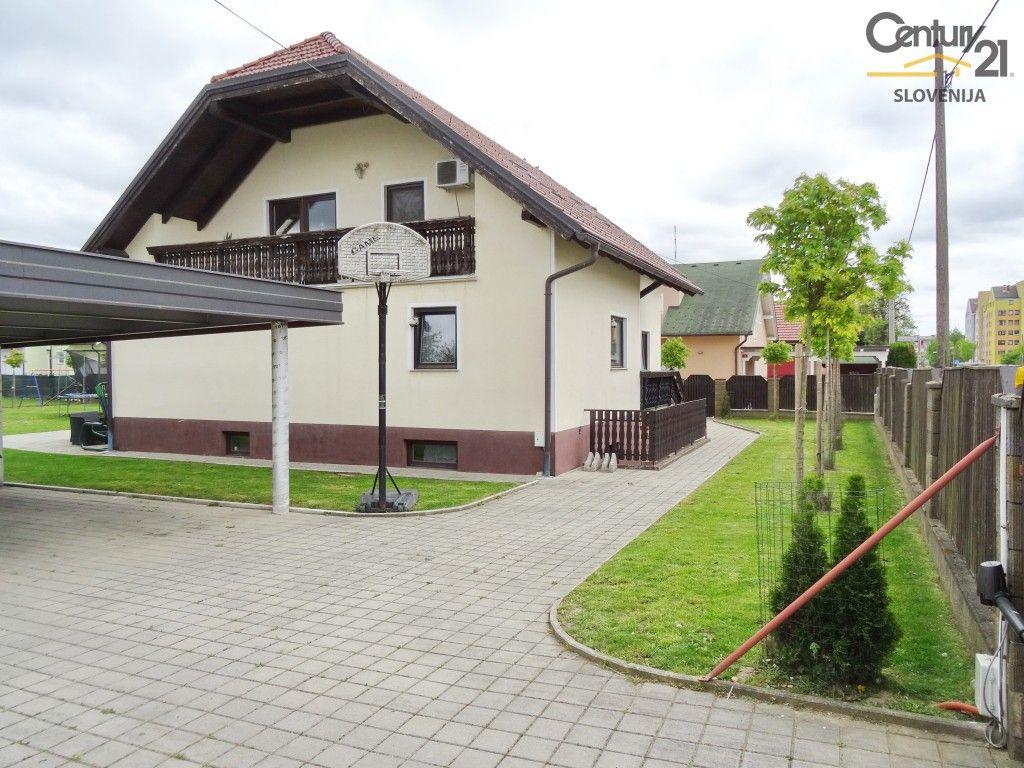 Дом в Мариборе, Словения, 329.4 м2 - фото 1