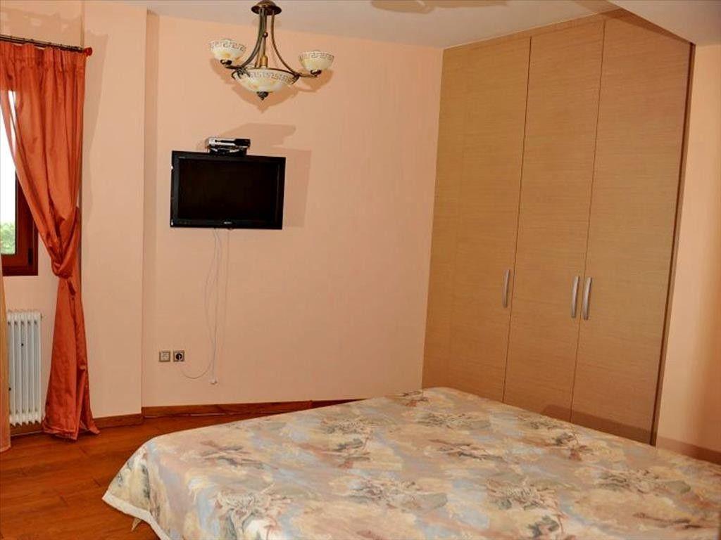 Квартира на побережье Лутраки недорого