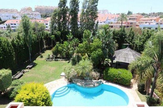 Вилла в Малаге, Испания, 1210 м2 - фото 2