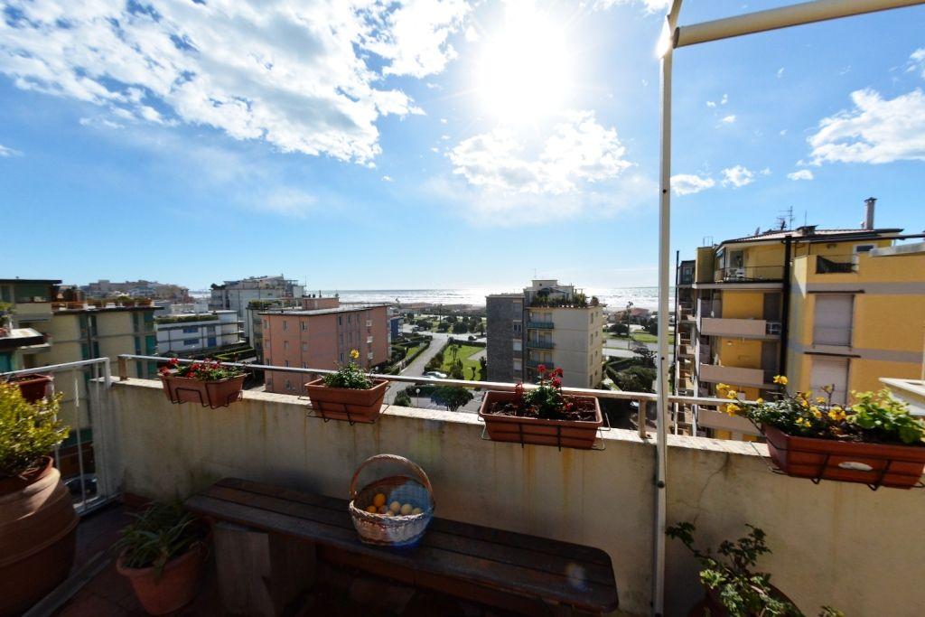 Квартира в Виареджо, Италия, 75 м2 - фото 1