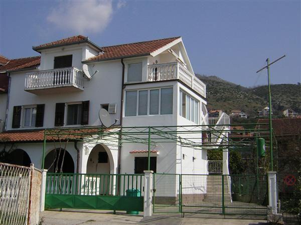 Дом в Тивате, Черногория, 200 м2 - фото 1