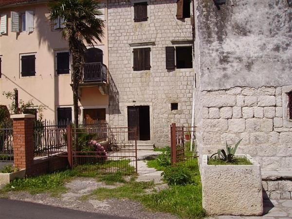 Дом в Прчани, Черногория, 300 м2 - фото 1
