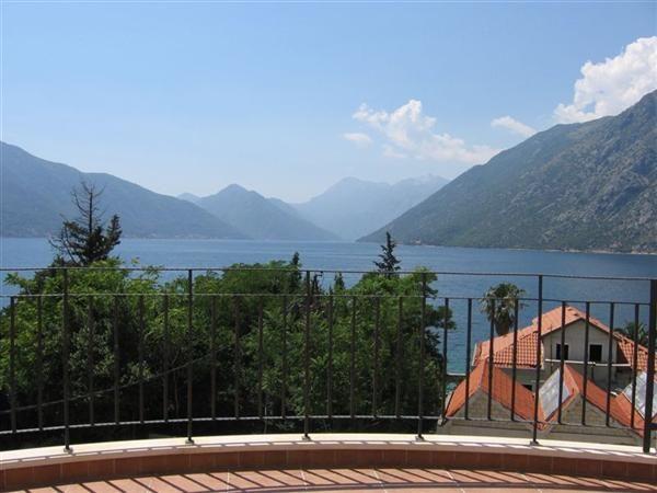 Квартира в Люте, Черногория, 97 м2 - фото 1