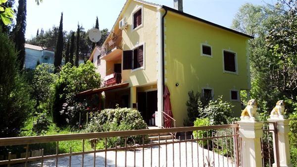 Дом в Игало, Черногория, 130 м2 - фото 1