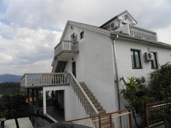 Дом в Тивате, Черногория, 280 м2 - фото 1