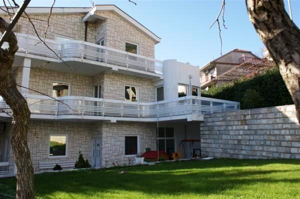 Дом в Игало, Черногория, 800 м2 - фото 1