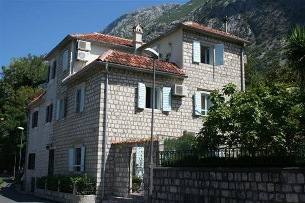 Вилла в Доброте, Черногория, 145 м2 - фото 1