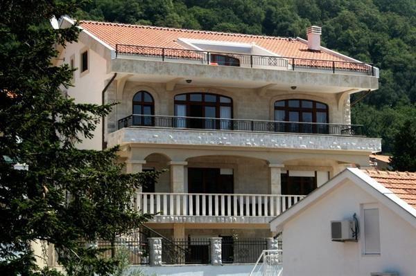 Вилла в Петроваце, Черногория, 760 м2 - фото 1