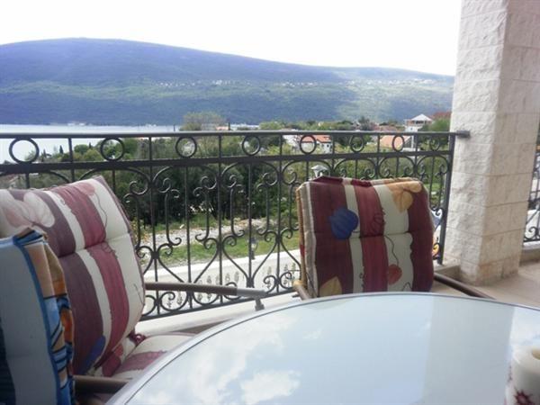 Квартира в Дженовичах, Черногория, 80 м2 - фото 1