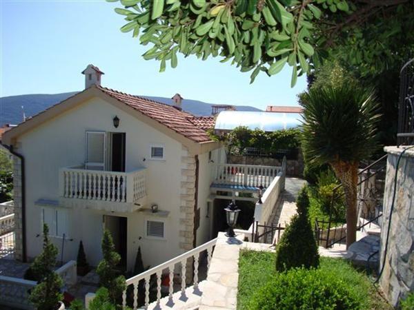 Дом в Херцеге Нови, Черногория, 485 м2 - фото 1