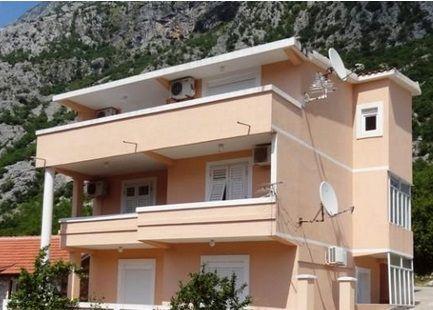 Дом в Доброте, Черногория, 259 м2 - фото 1