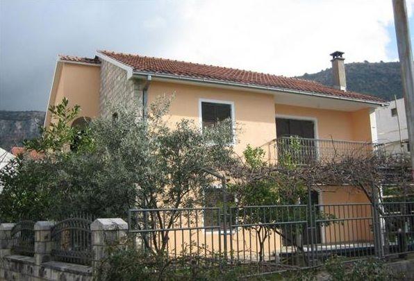 Дом в Будве, Черногория, 240 м2 - фото 1