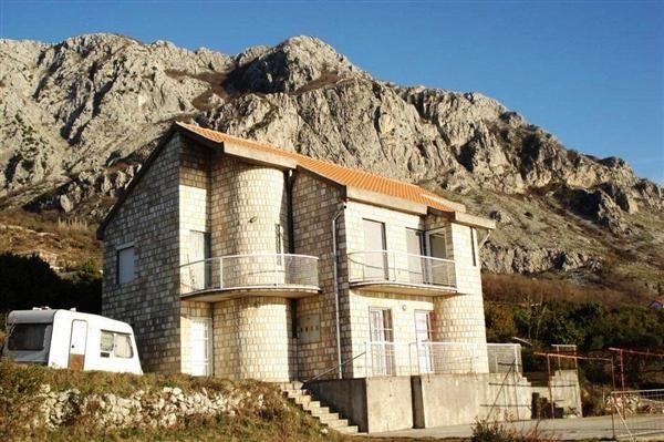 Вилла в Святом Стефане, Черногория, 815 м2 - фото 1