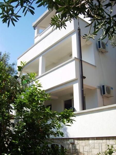 Отель, гостиница в Петроваце, Черногория - фото 1