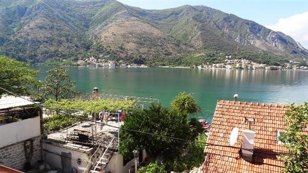 Дом в Доброте, Черногория, 830 м2 - фото 1