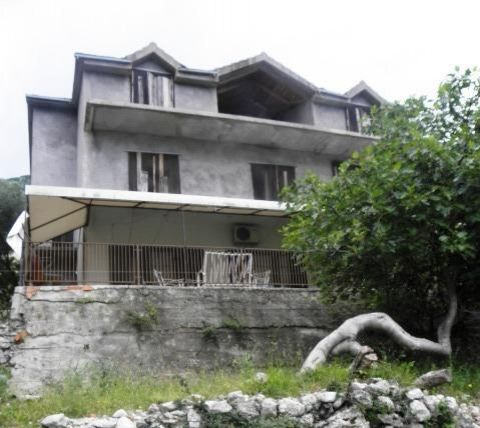 Дом в Рисане, Черногория, 465 м2 - фото 1