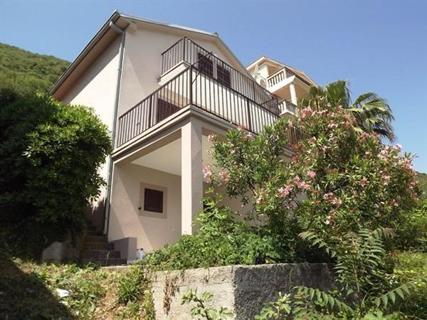 Дом в Херцеге Нови, Черногория, 237 м2 - фото 1
