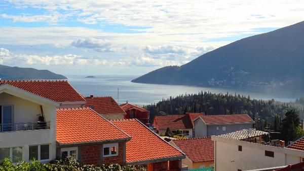 Дом в Игало, Черногория, 309 м2 - фото 1