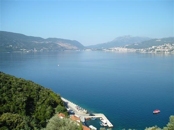 Земля на полуострове Луштица, Черногория, 4646 м2 - фото 1