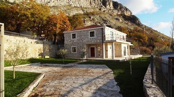 Вилла в Будве, Черногория, 350 м2 - фото 1