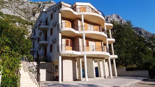 Квартира в Доброте, Черногория, 69 м2 - фото 1