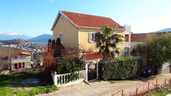 Дом в Игало, Черногория, 180 м2 - фото 1