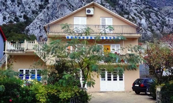 Отель, гостиница в Доброте, Черногория, 267 м2 - фото 1