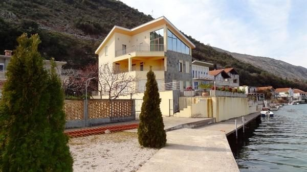Вилла в Херцеге Нови, Черногория, 486 м2 - фото 1