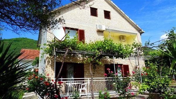 Дом в Тивате, Черногория, 260 м2 - фото 1